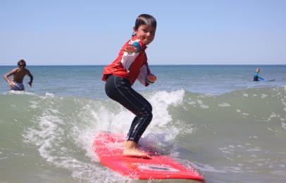 (c) Soulac Surf School Cours et stage de surf pour les enfants