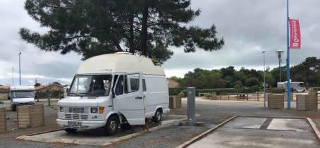 Aire-de-camping-car-le-verdon-sur-mer