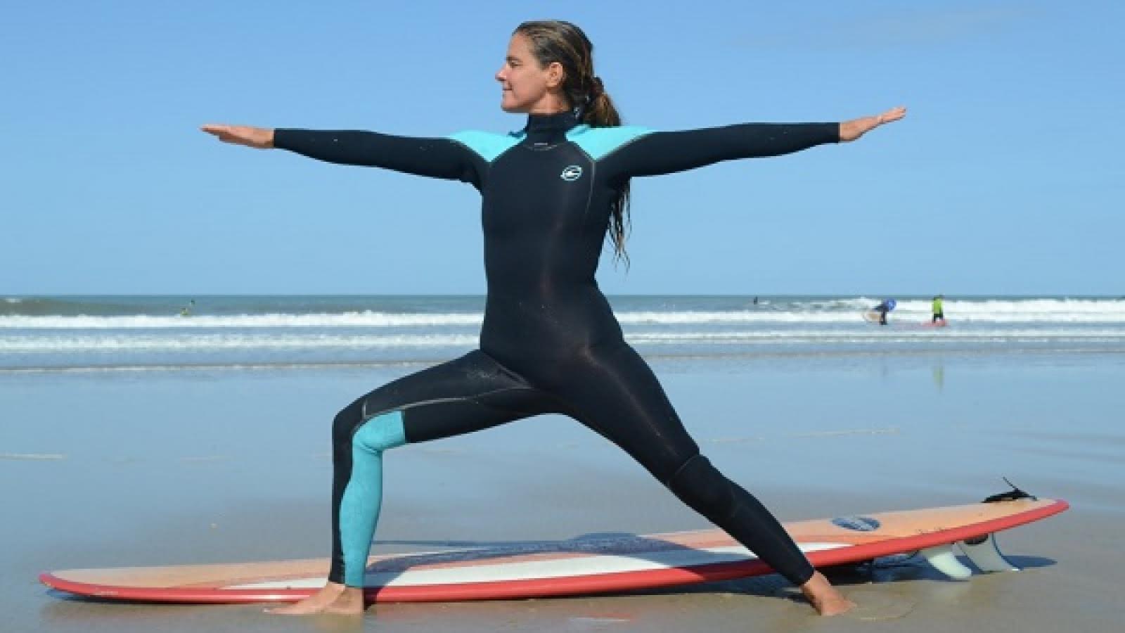 Yoga et surf pour femmes