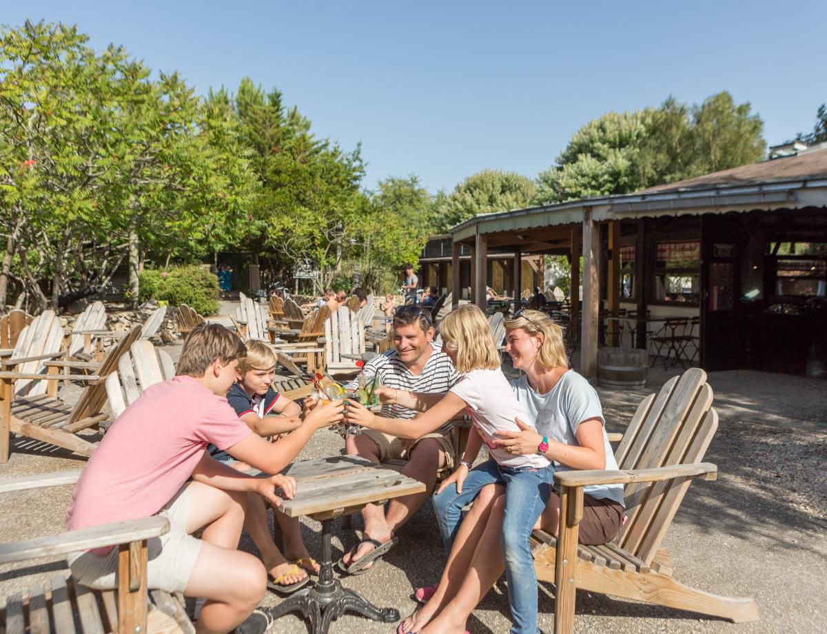 Terrasse_restaurant_vwesternhourtin